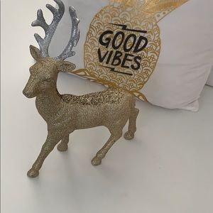 Nice deer for decor your house (plastic)